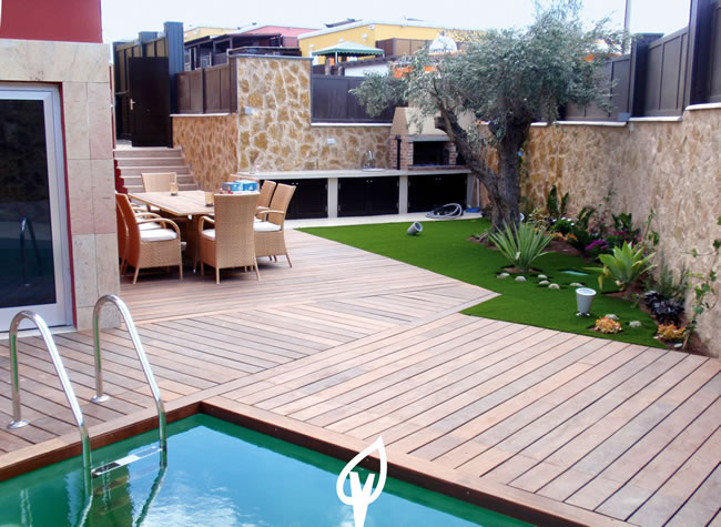 Jardines con cesped artificial top en definitiva el csped for Jardin artificial interior